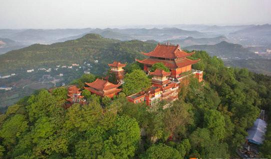 西山风景区位于南充市顺庆区城西郊