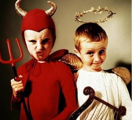 《不给糖就捣蛋》就是以万圣节为题材的儿童恐怖片.